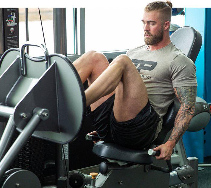 پرس پا برای عضله سازی پا