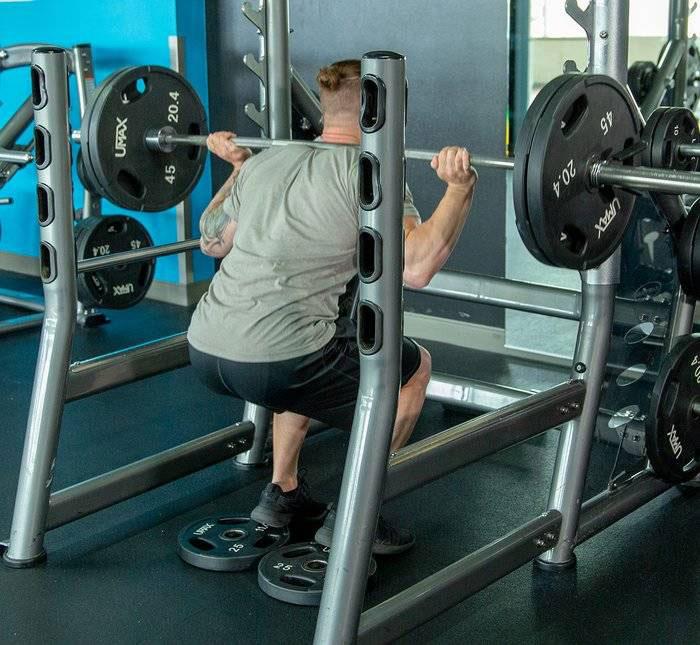 تمرین اسکات برای عضله سازی پا