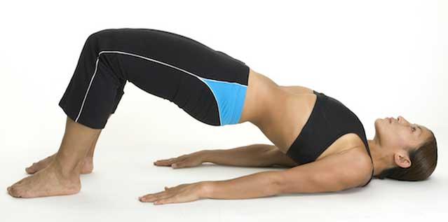 حرکت بلند کردن باسن ( پل ) برای تقویت عضلات کمر
