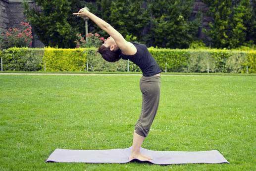 حرکت سلام بر خورشید در یوگا
