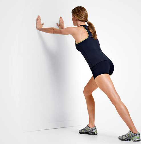 انواع تمرینات ایزومتریک : فشار به دیوار در حالت خمیده