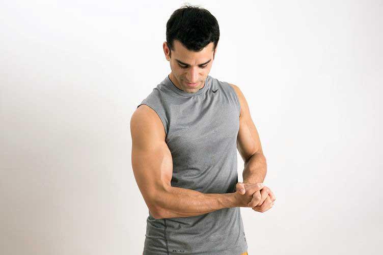 حرکت فشار روی عضله بازو