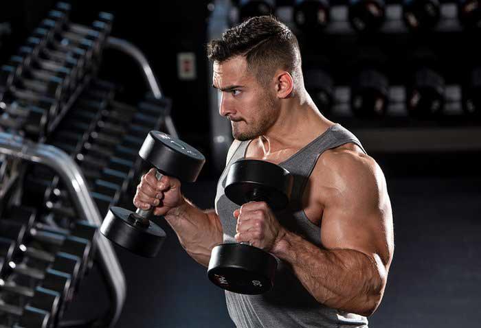 تمرین جلو بازو دمبل چکشی در برنامه بدنسازی Brian Decostas