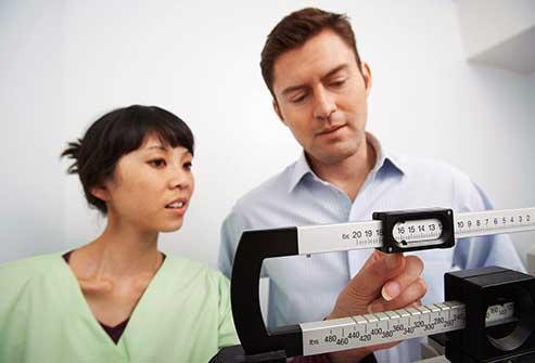 استفاده از مقیاس اندازه گیری برای تعیین دقیق وزن
