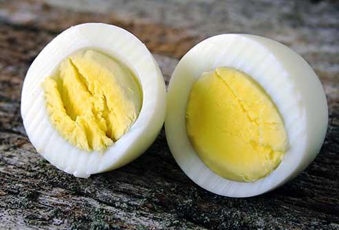 تخم مرغ آب پز = میان وعده ای کم کربوهیدرات