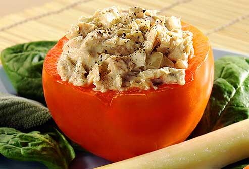 گوجه فرنگی پر شده با تون ماهی یک میان وعده کم کربوهیدرات