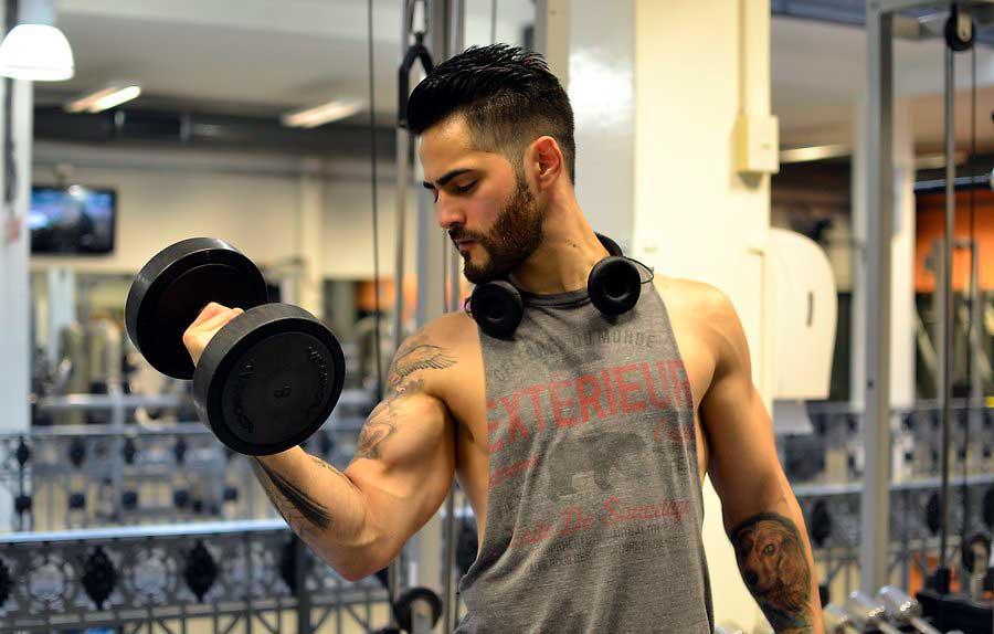 تنظیم برنامه تمرینی سنگین جهت افزایش حجم عضلات دست
