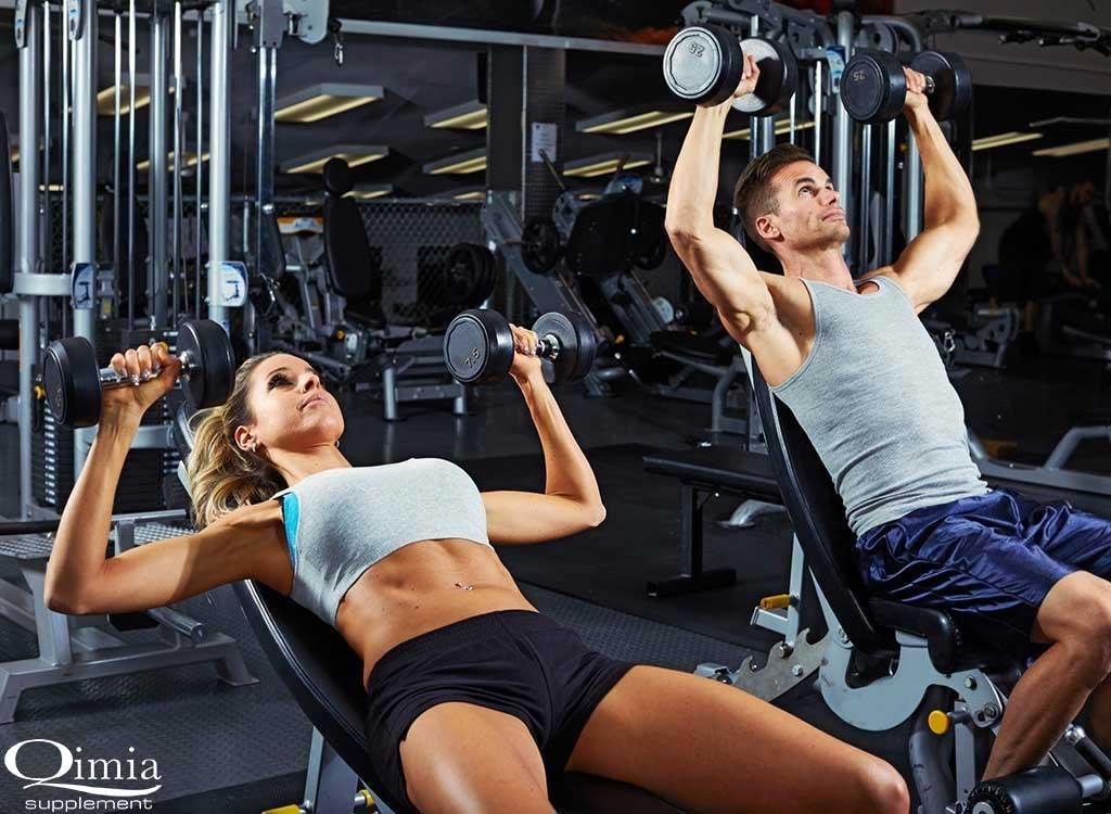 انجام تمرینات ورزشی با وزنه