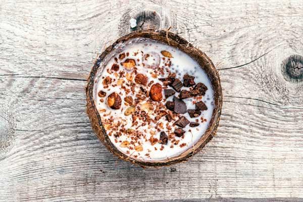 شیک پروتئین بادام و نارگیل